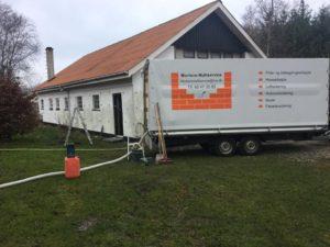 Hulmursisolering af værksted i Dokkedal - billede 1