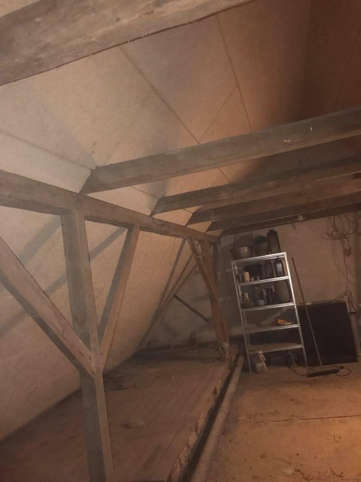 Isolering og montering af troldtekt loft - Mortens-Multiservice